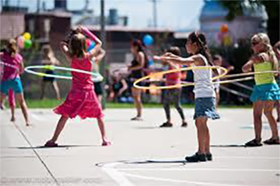 Kids playing with a Hula Hoop